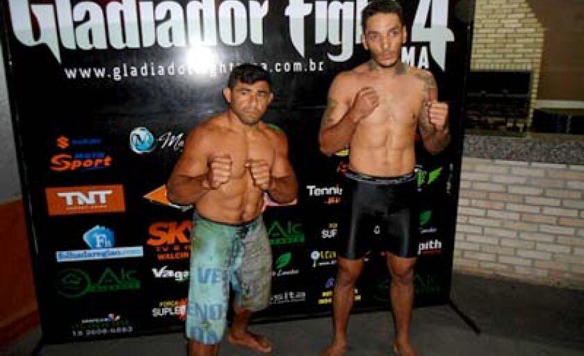 Tatu (esq.) e Lincoln durante a pesagem do Gladiador Fight4 em Araçatuba