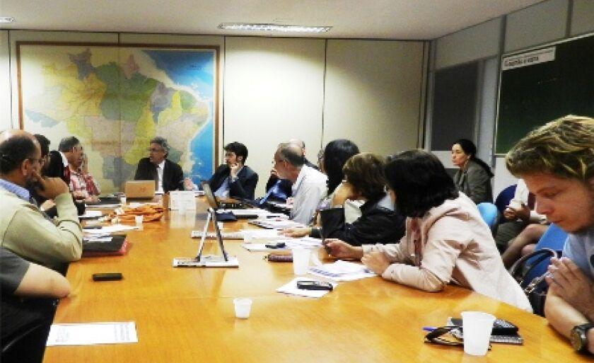 Direção da Fasubra e membros do CNG no Ministério do Planejamento, durante reunião