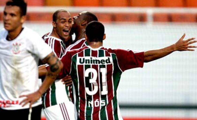 Leandro Euzébio comemora o gol da vitória no primeiro turno