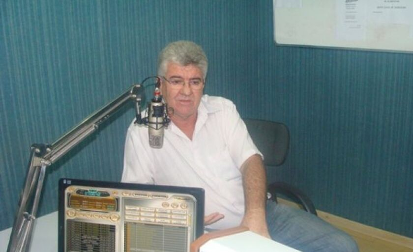 Diretor do Campus de Três Lagoas, José Menoni, no estúdio da Cultura FM 106,5 Mhz