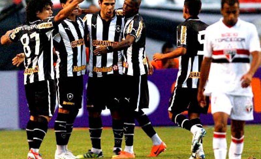 No primeiro turno, o Fogão levou a melhor e goleou o São Paulo por 4 a 2