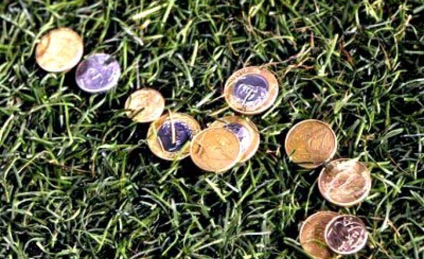 Torcedores do Santos atiraram moedas em PH Ganso