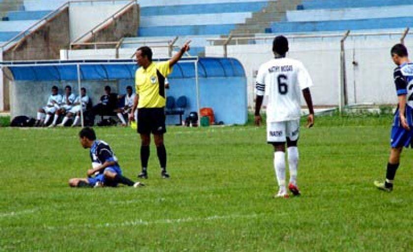 Árbitros já mostraram 64 cartões amarelos no Amador e Copa Três Lagoas