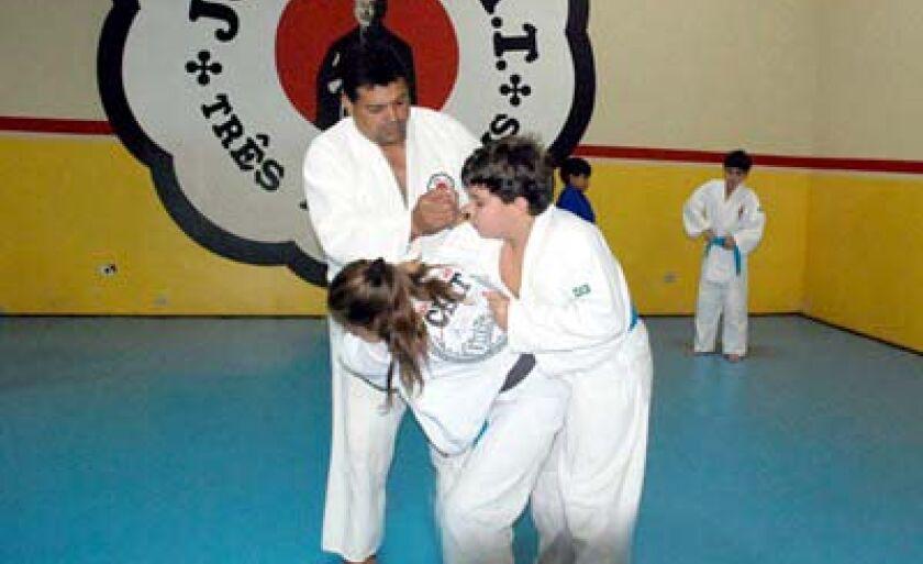 Atletas de quatro categorias (no feminino e masculino) lutam em Prudente