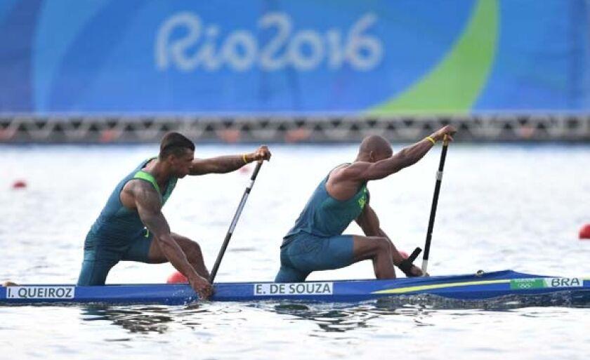 Isaquias Queiroz e Erlon de Souza Silva venceram, na Lagoa Rodrigo de Freitas, a primeira bateria da prova de canoa dupla 1.000m e irão à final amanhã