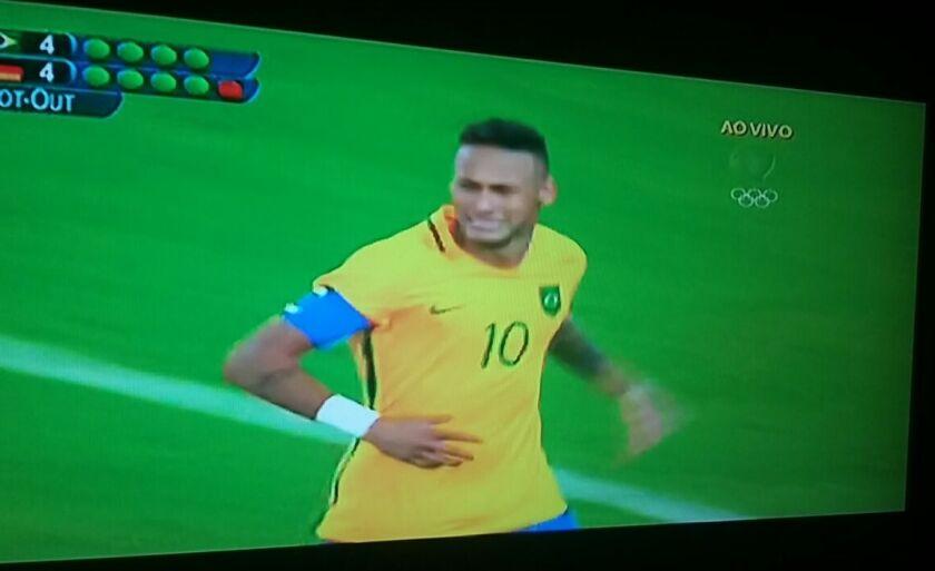 Neymar corre e chora após marcar o gol que deu a medalha de ouro ao Brasil