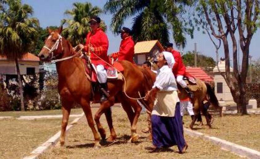 Apresentação dos fatos históricos ocorridos na época da Retirada da Laguna, em Nioaque, na Praça dos Heróis