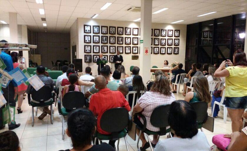 Lançamento ocorreu na Biblioteca Municipal Rosário Congro