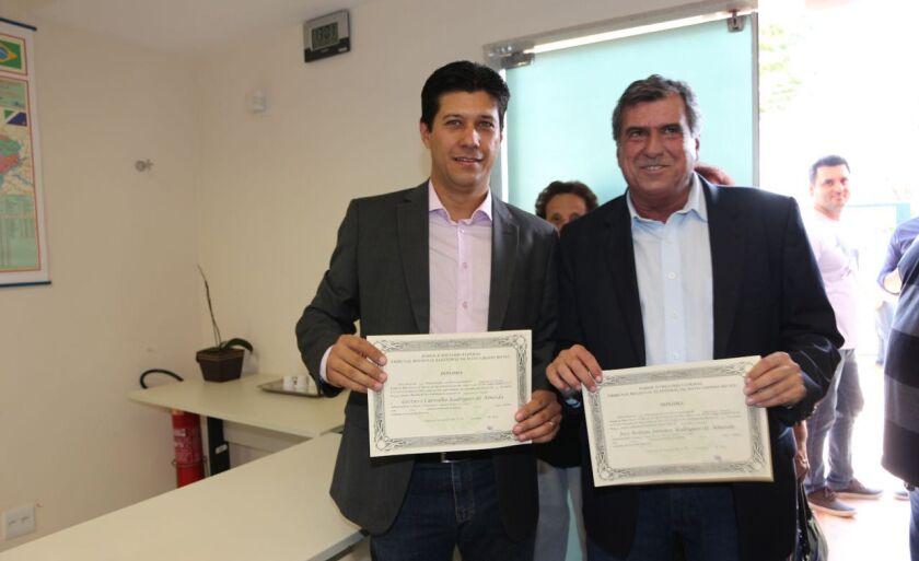 José Robson Samara, o Robinho (à direita), e o vice Gustavo Carvalho