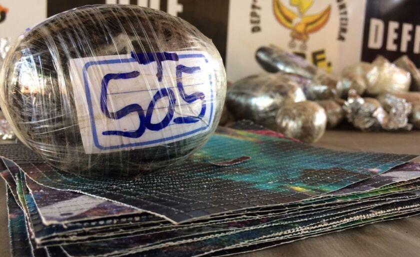 Porções de haxixe e cartelas de LSD