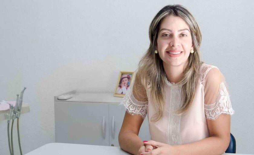 Adriana Azero é dentista