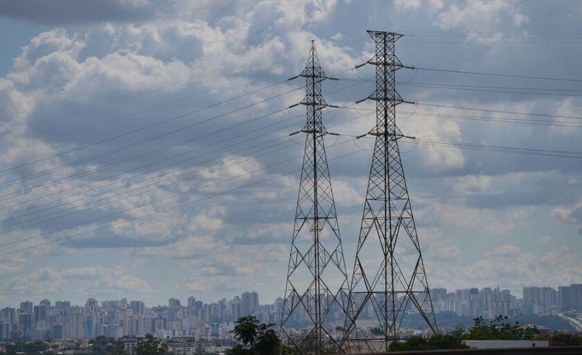 Linhas de transmissão de energia do sistema elétrico