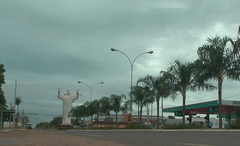 Dia será nublado com pancadas de chuva
