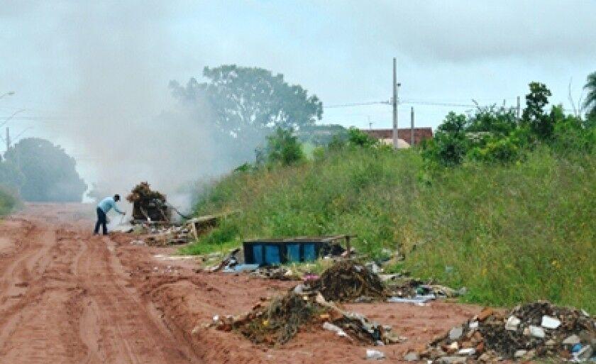 """Prefeitura promete """"jogar duro"""" contra proprietários de terrenos baldios"""
