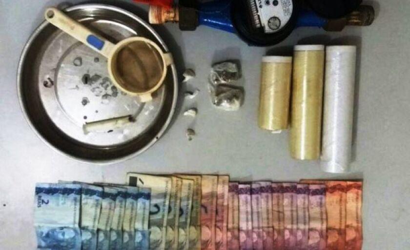 A droga e o hidrômetro foram encontrados dentro da casa do suspeito