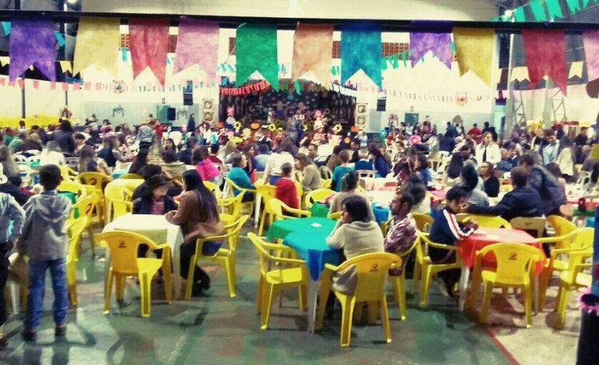 Quadra coberta do Prevê Objetivo recebe comunidade em festa junina da instituição