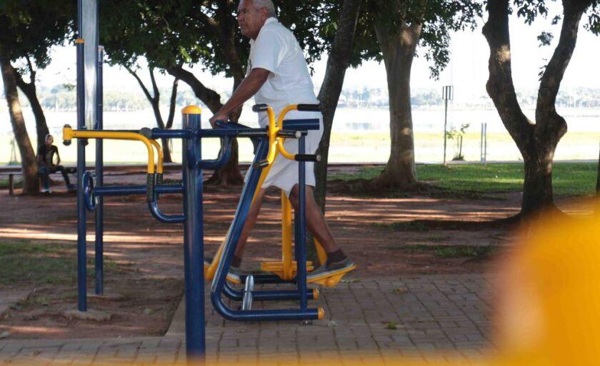 Academia ao ar livre na Lagoa Maior, em Três Lagoas, tem atraído muitas pessoas que estão em busca de uma vida saudável.