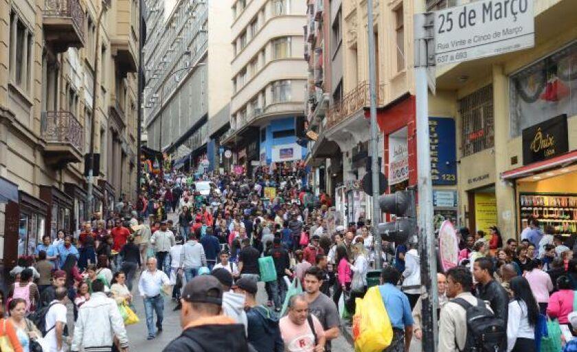 Pesquisa indica que 60,1 milhões de brasileiros estão com restrições de crédito, quase 40% da população adulta