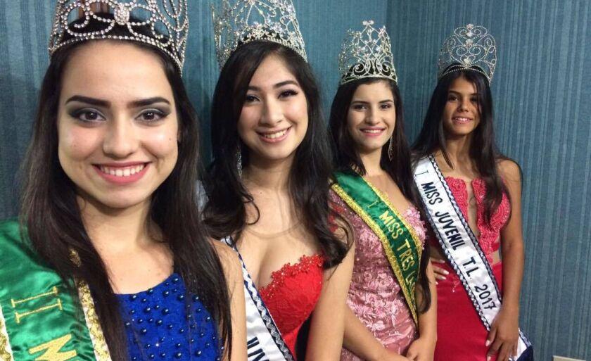 De esquerda para a direita: Gabriela Acorverde, Juliana Tiemi Tanaka, Débora Aparecida de Lima e Laysla Monique Freitas