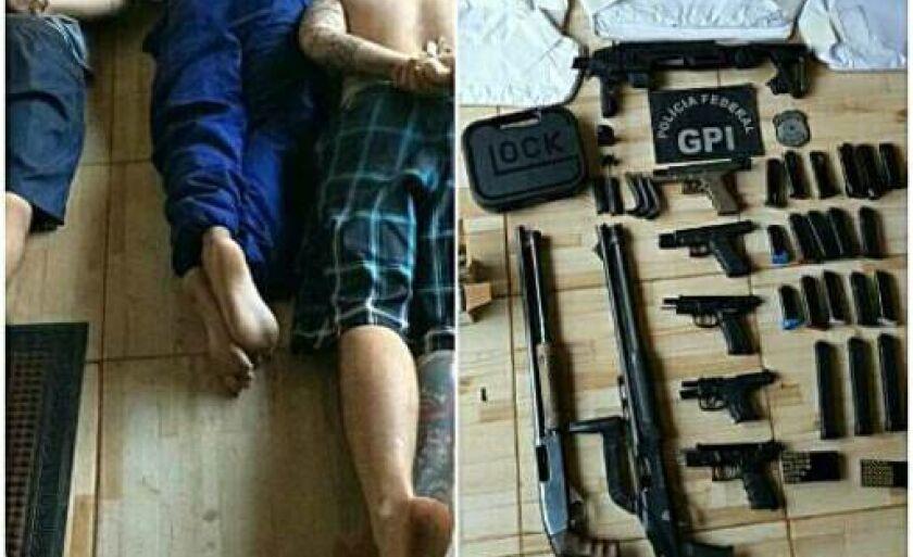 Armas e coletes foram apreendidos pelos policiais durante a operação