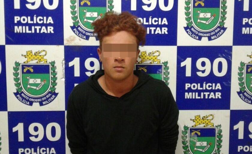 O suspeito foi autuado em flagrante por tráfico de drogas