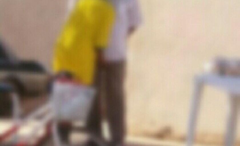 As imagens mostram o abuso sexual no meio da rua