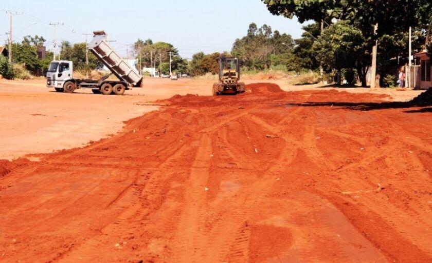Avenida Jary Marcante, uma das mais extensas e largas da cidade, não tem asfalto e drenagem