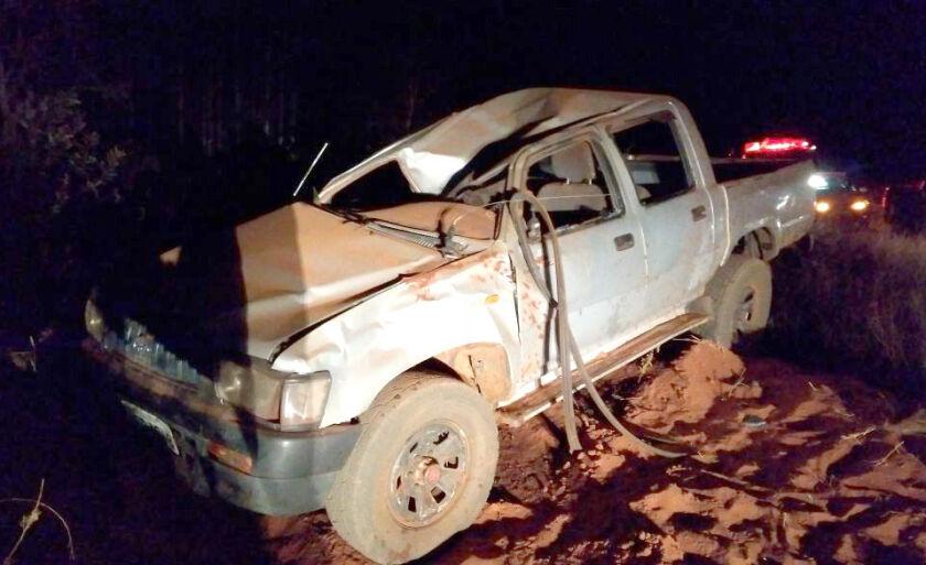 Veículo ficou parcialmente destruído depois do capotamento