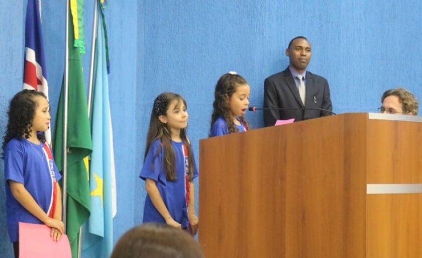 Ao usarem a tribuna, três alunas apresentaram reivindicações ao Executivo