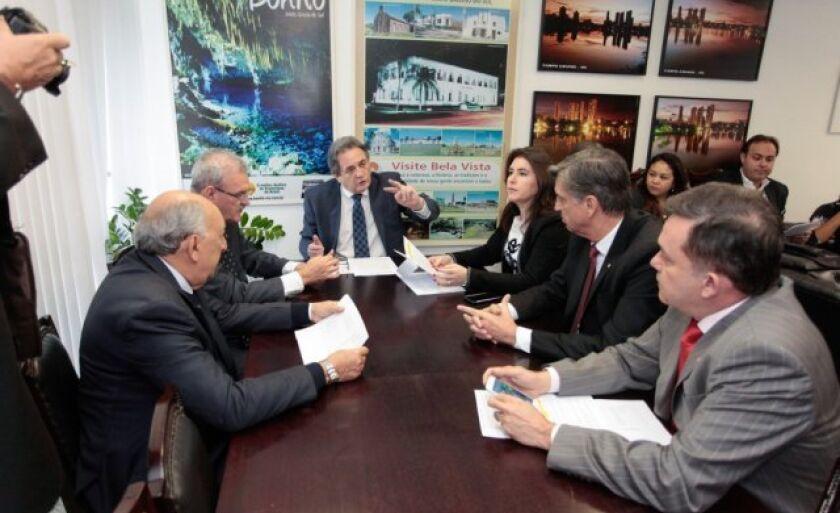 Reunião da bancada federal de Mato Grosso do Sul, presidida pelo senador Waldemir Moka, na terça-feira (4), em Brasília