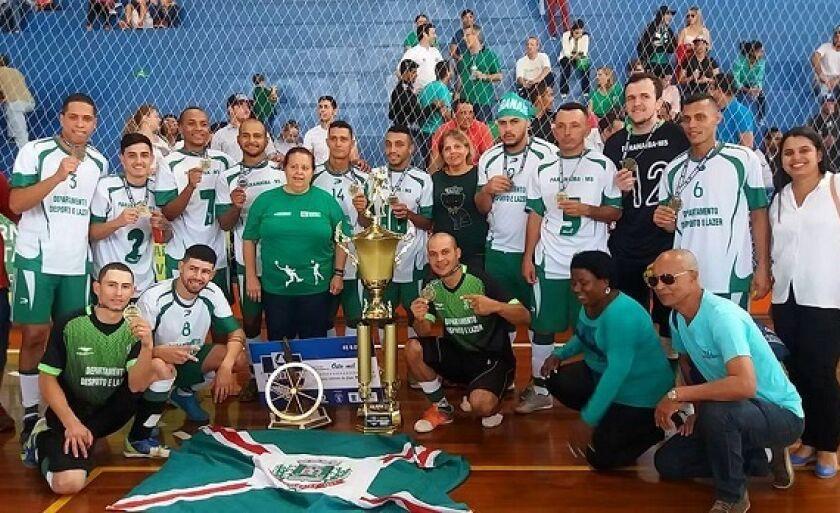 Equipe de Paranaiba comemora título com a torcida em Campo Grande