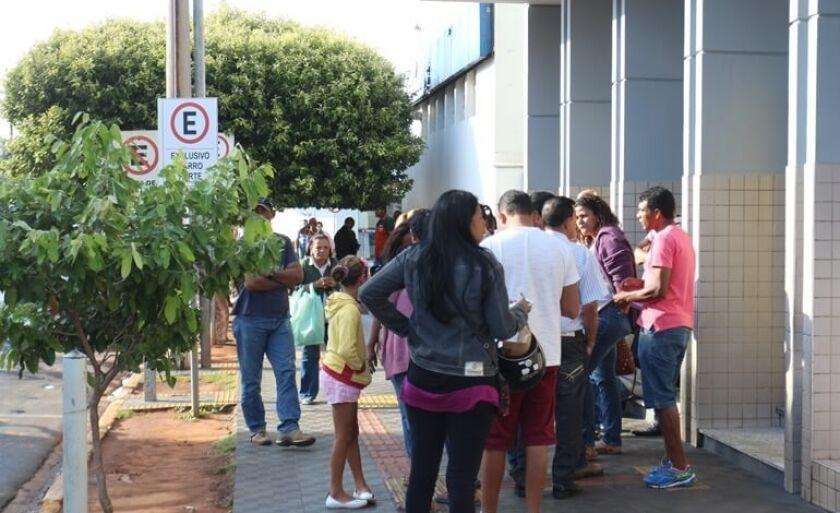 Filas foram registradas em frente às agências durante a liberação do FGTS
