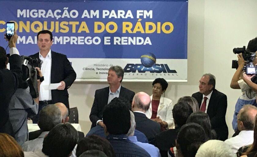 Ministro Gilberto Kassab promove migração de rádios na capital