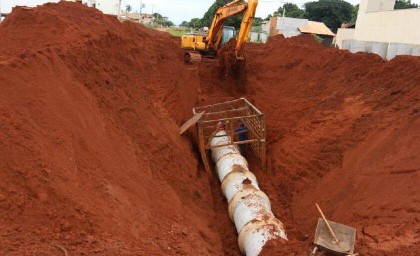 Obras de drenagem no bairro Vila Alegre