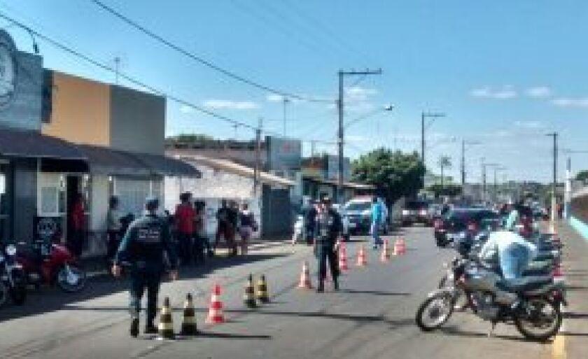 Ao todo foram abordados 171 veículos e 198 pessoas