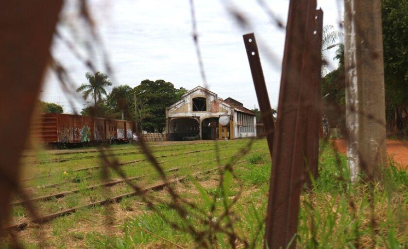 Antiga estação ferroviária de Três Lagoas foi inaugurada em 31 de dezembro de 1912 e, nesta segunda-feira (10), é vista de outro ângulo.