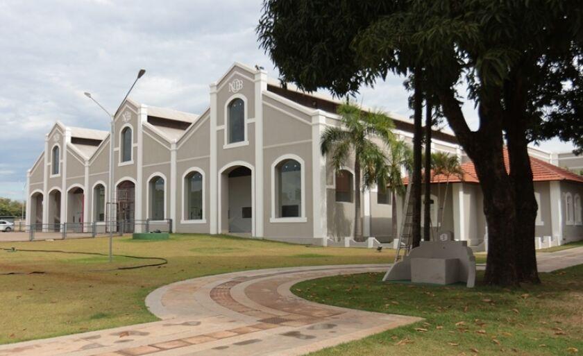 Em 1929 foram construídas algumas oficinas da antiga estrada de ferro Noroeste do Brasil (NOB), que era encarregada da manutenção de locomotivas. Elas foram desativadas e atualmente são sede do Instituto Senai de Inovação- Biomassa (ISI Biomassa).