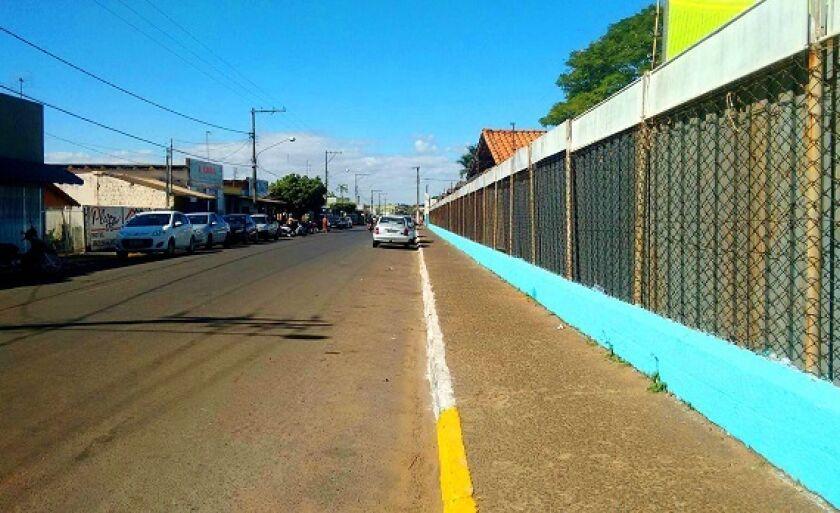 Flanelinhas bloqueam vagas e cobram taxas para que motoristas possam estacionar