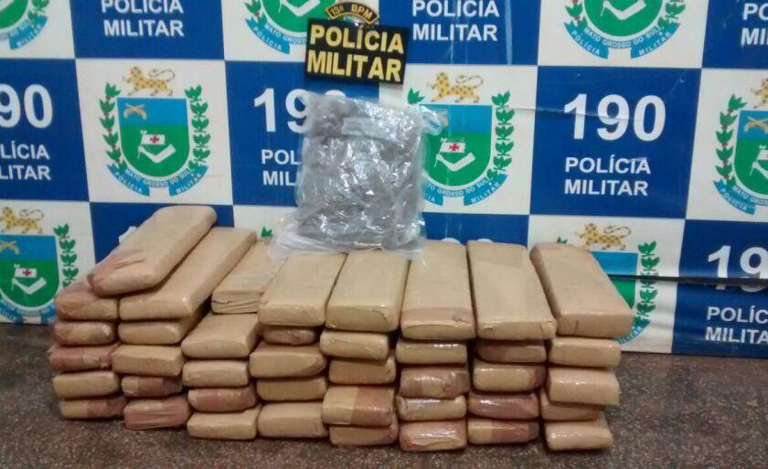 No total foram apreendidos 41 tabletes e um saco plástico com maconha totalizando 49.225 quilos da substância