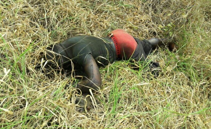 O corpo foi encontrado no meio da vegetação em um local de difícil acesso
