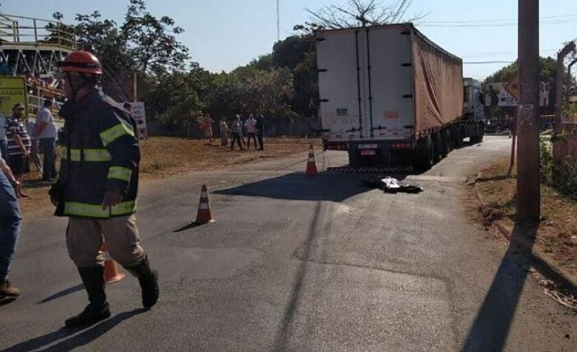 Caminhão atropelou jovem que morreu na hora