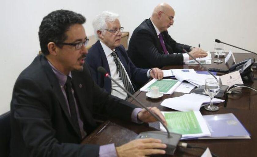 Os ministros da Cultura, Sérgio Sá Leitão; da Secretaria-Geral da Presidência, Moreira Franco, e do Desenvolvimento, Osmar Terra, participaram de reunião sobre a situação do RJ