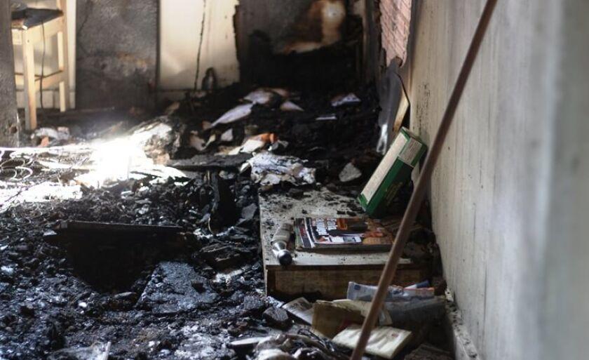 Casa foi destruída pelo fogo no bairro Jardim das Acácias