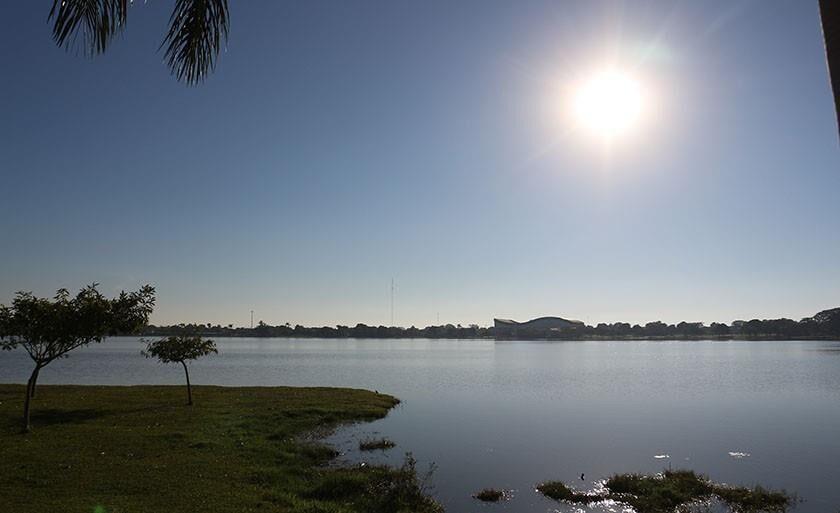 Lagoa Maior, no Centro de Três Lagoas, serve de lazer para moradores