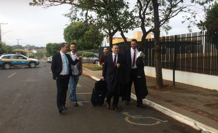 Marlon chegou ao Fórum acompanhado de seu advogado e foi recebido por amigos