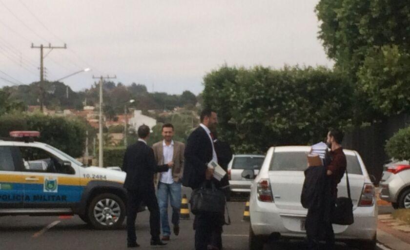 Um esquema de segurança foi montado em frente ao Fórum de Paranaíba