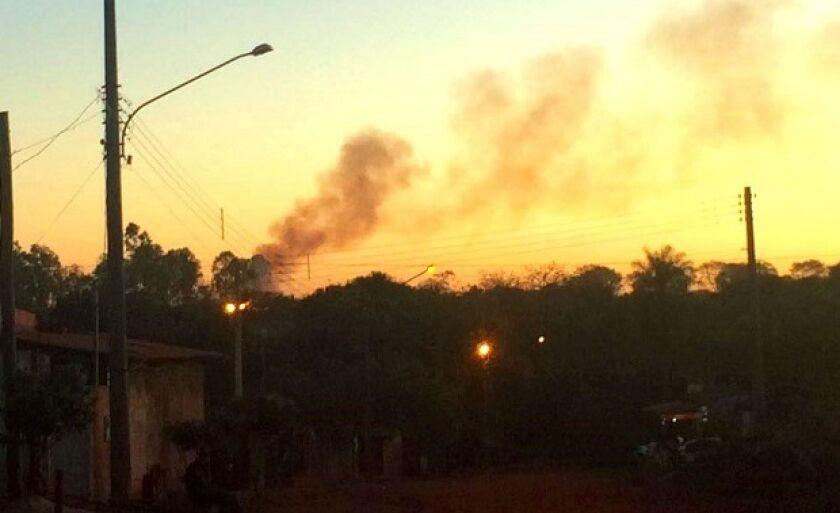 Moradores de Paranaíba sofrem com queimadas em lixão da BR-158