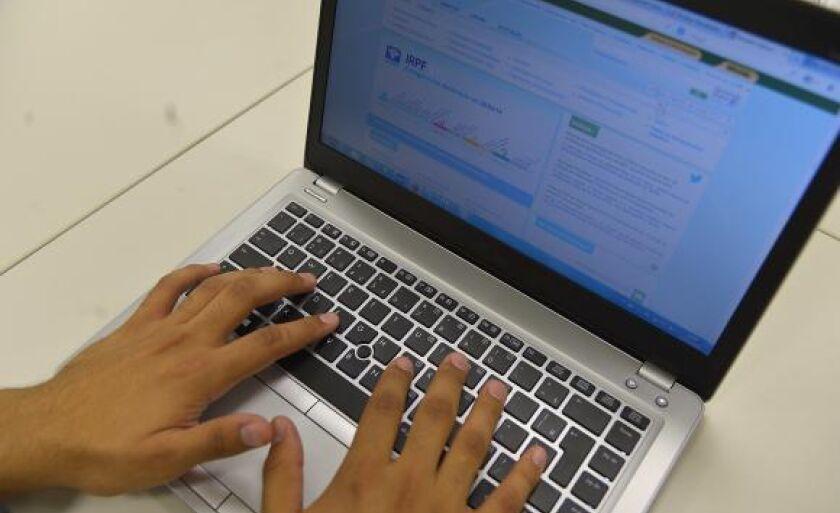 Para saber se teve a declaração liberada, o contribuinte deve acessar a página da Receita na internet ou ligar para o Receitafone 146