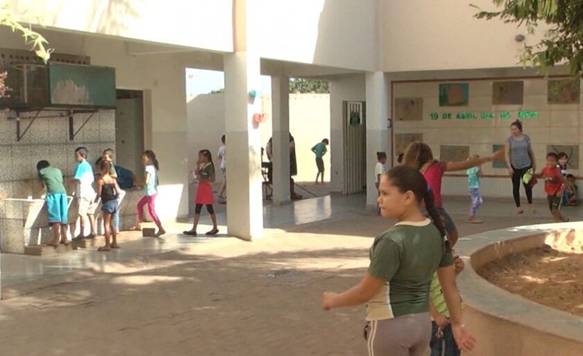 Rede municipal de ensino distribui nesta quarta-feira kits escolares