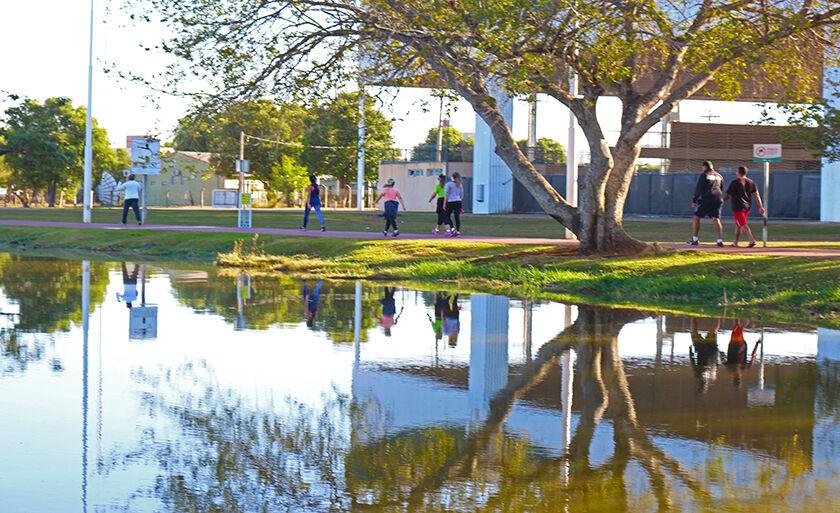Segunda-feira de caminhada em torno da Lagoa Maior, cartão postal de Três Lagoas